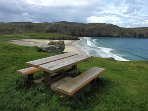 A picnic with a view. Credit John Tustin via Wikimedia Commons