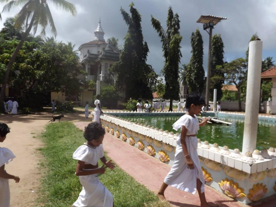 Sri Lankan children play.
