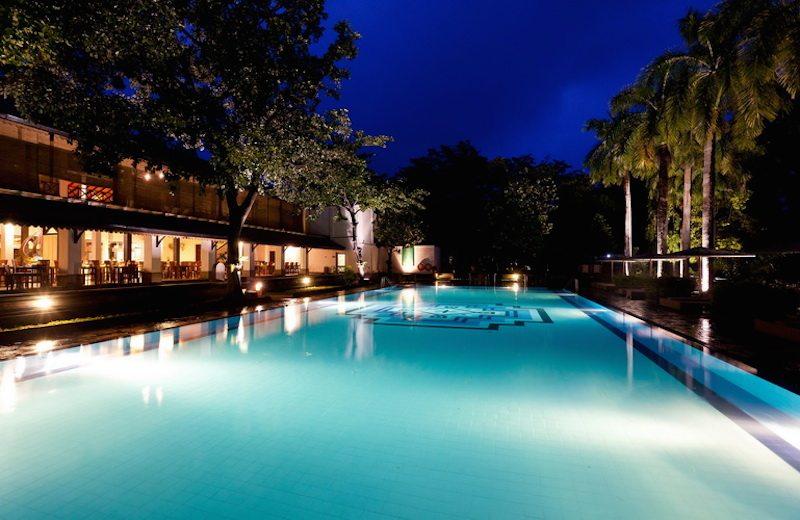 The pool by night. © Cinnamon Lodge Habarana.