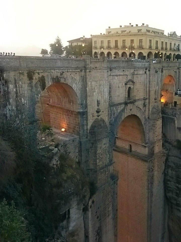 ronda-bridge-across-gorge