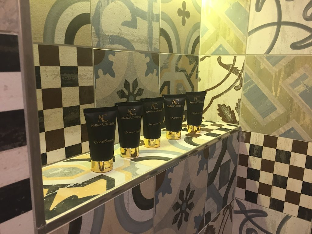 Hotel Ambra Cortina bathroom | Ladies What Travel