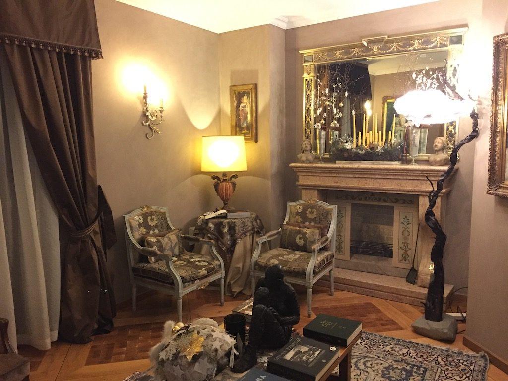 Hotel Ambra Cortina lounge bar | Ladies What Travel