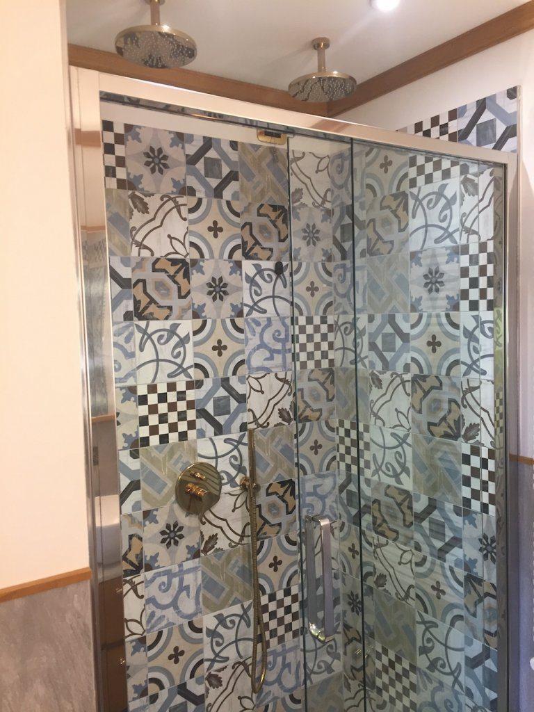 Hotel Ambra Cortina shower