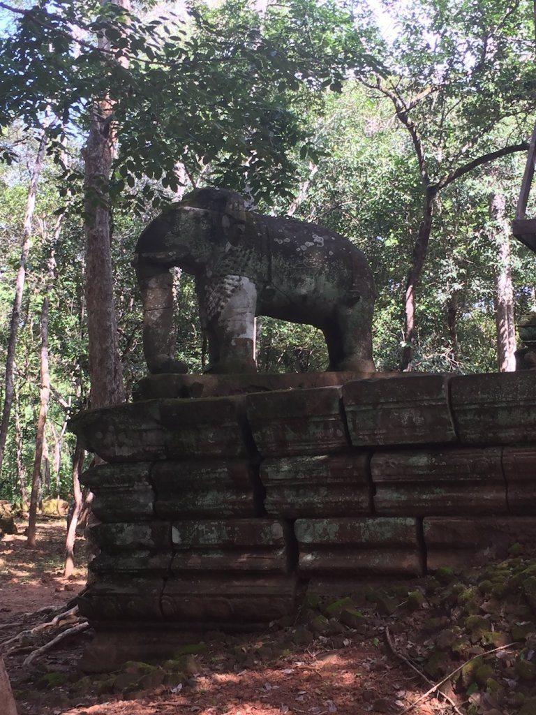 Prasat Damrei elephant temple | Ladies What Travel
