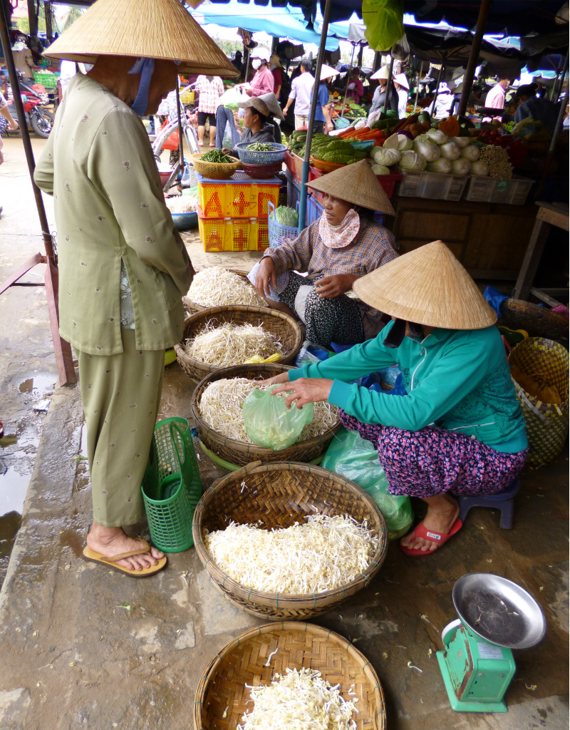 Market in Vietnam looking for ingredients to make , Bún gà